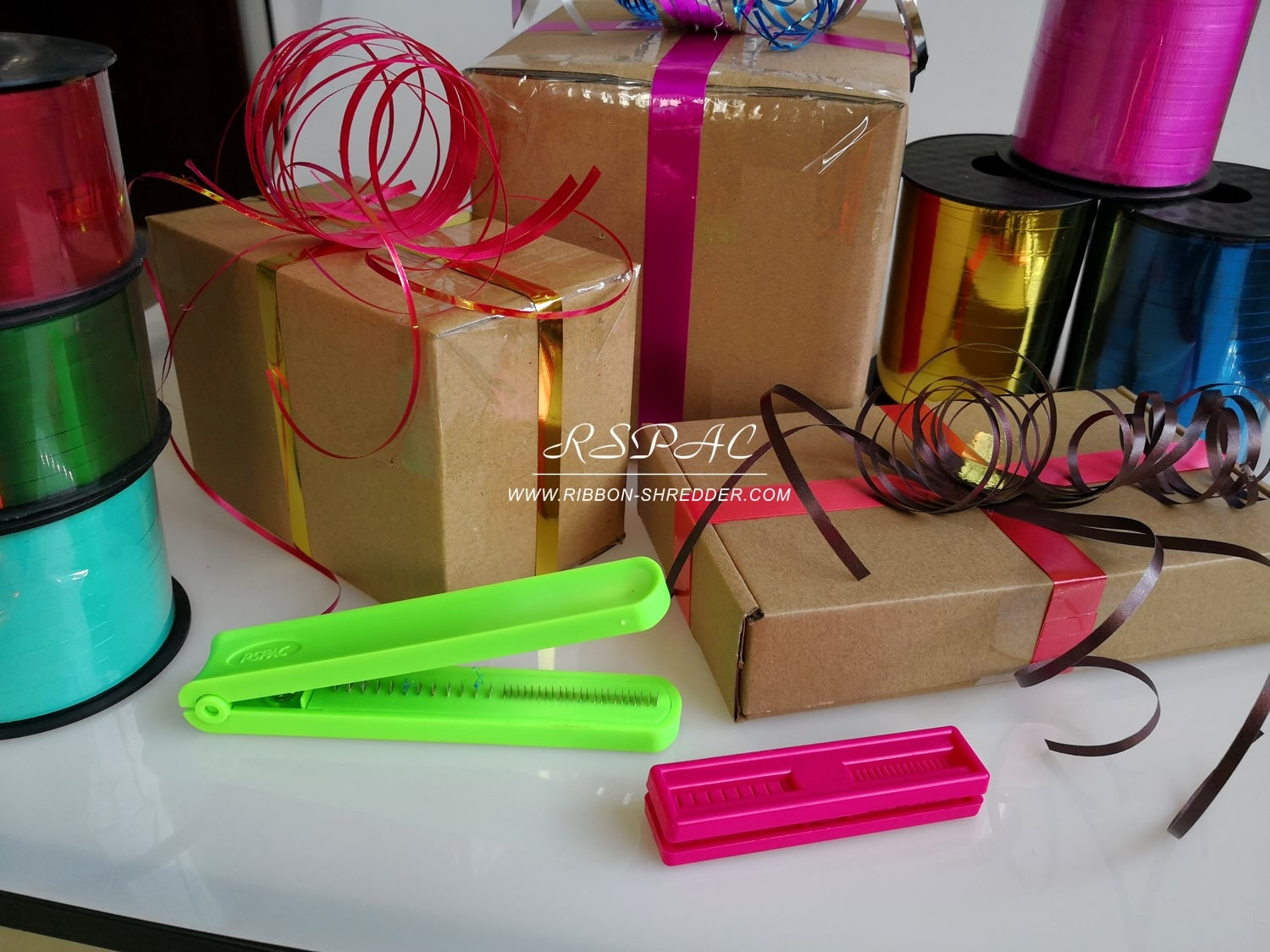 Ribbon-Curler-Tool-for-Christmas-Gifts-Wrapping-Idea